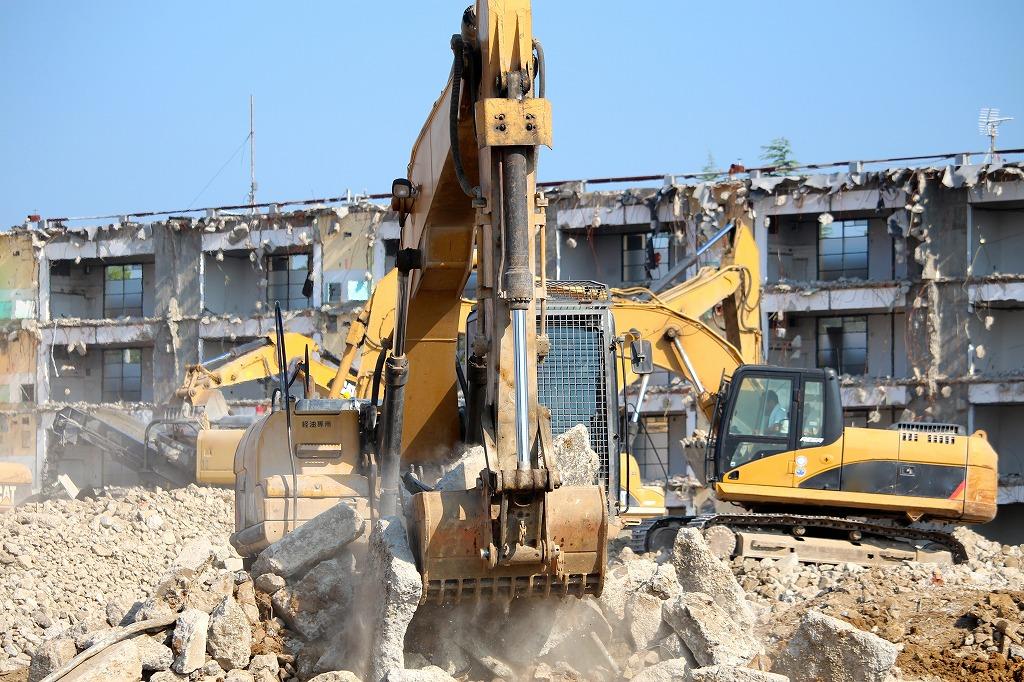 あらゆる材質の建築物の解体工事を承ります!